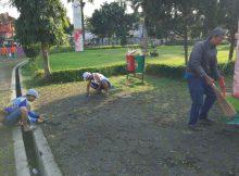 Kegiatan kebersihan Taman Raflesia bersama PKL Alun-alun